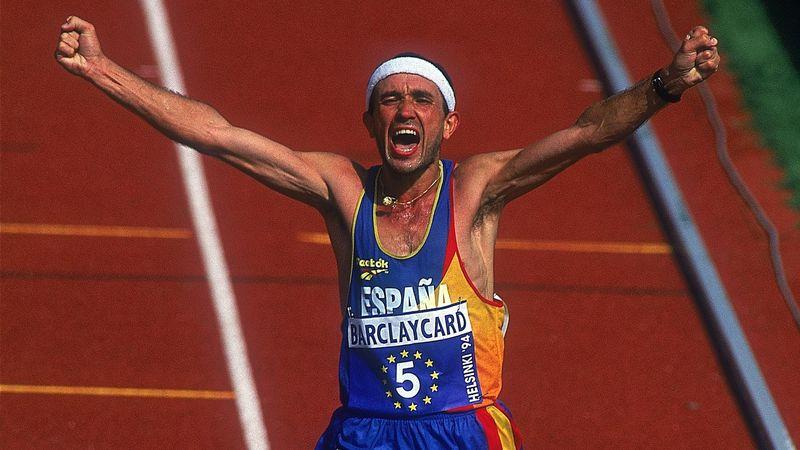 Diego García cruza la meta segundo en el maratón de Helsinki 1994