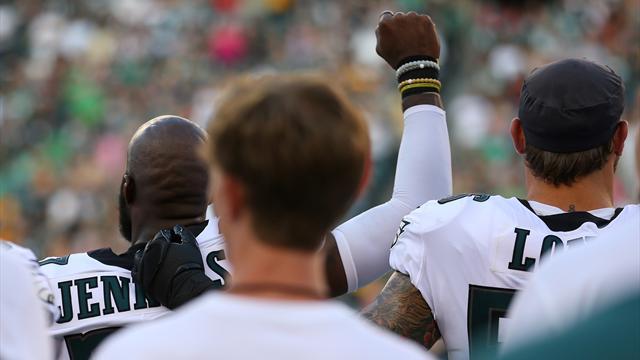 Eagles-Spieler erheben Fäuste bei der Nationalhymne