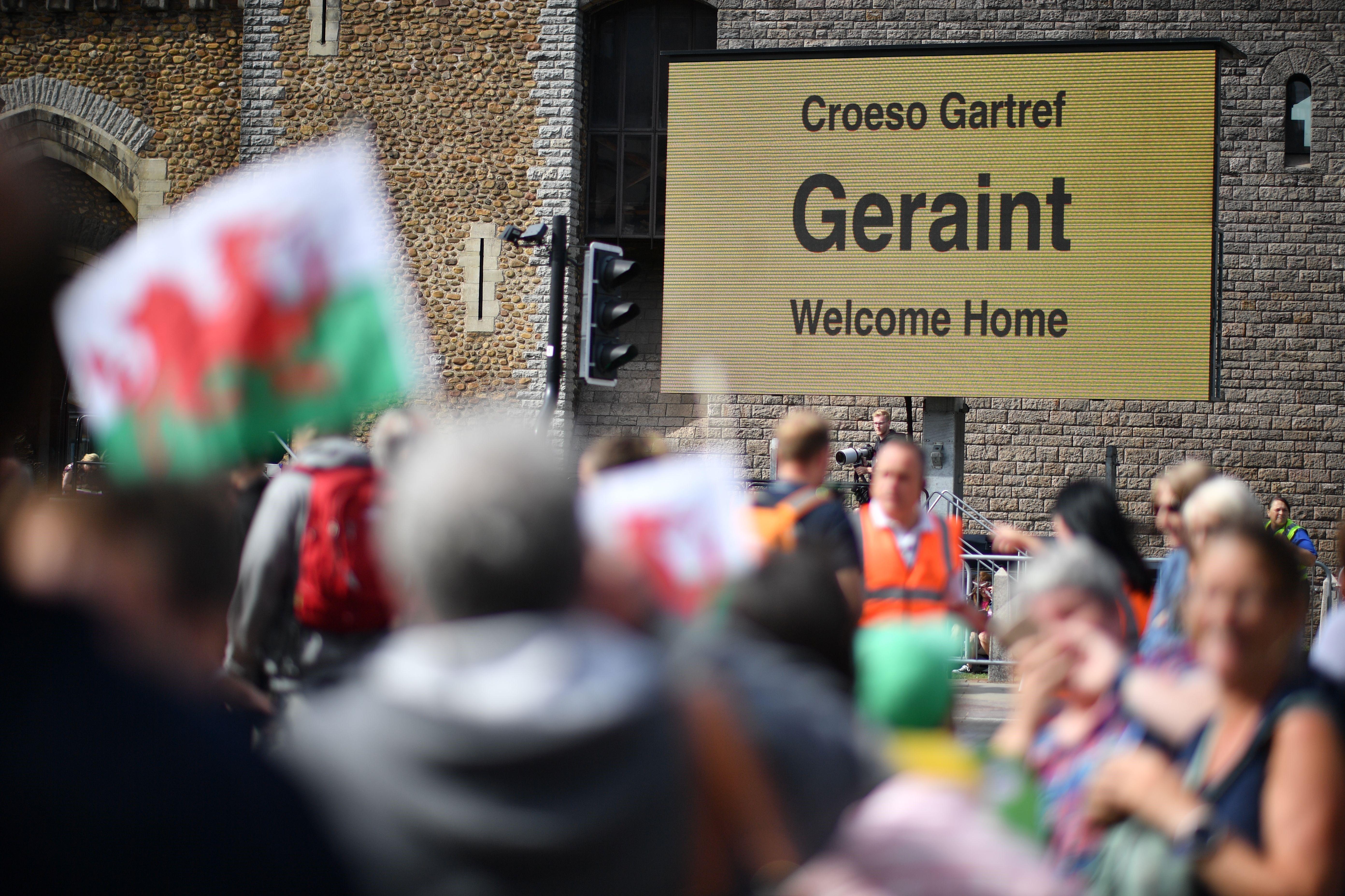 Fans gather to celebrate Geraint Thomas' Tour de France victory