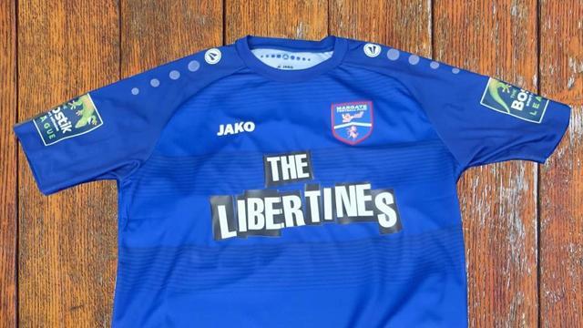 Британская группа The Libertines стала спонсором команды из шестой лиги и взорвала спрос на майки