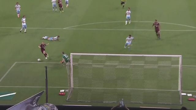 Иньеста сотворил магию и забил первый гол в Японии с передачи Подольски