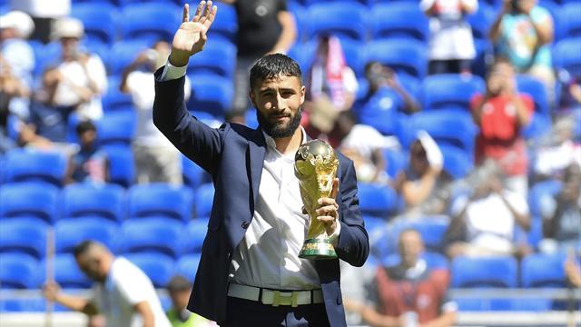 Fekir a présenté la coupe du monde au public lyonnais