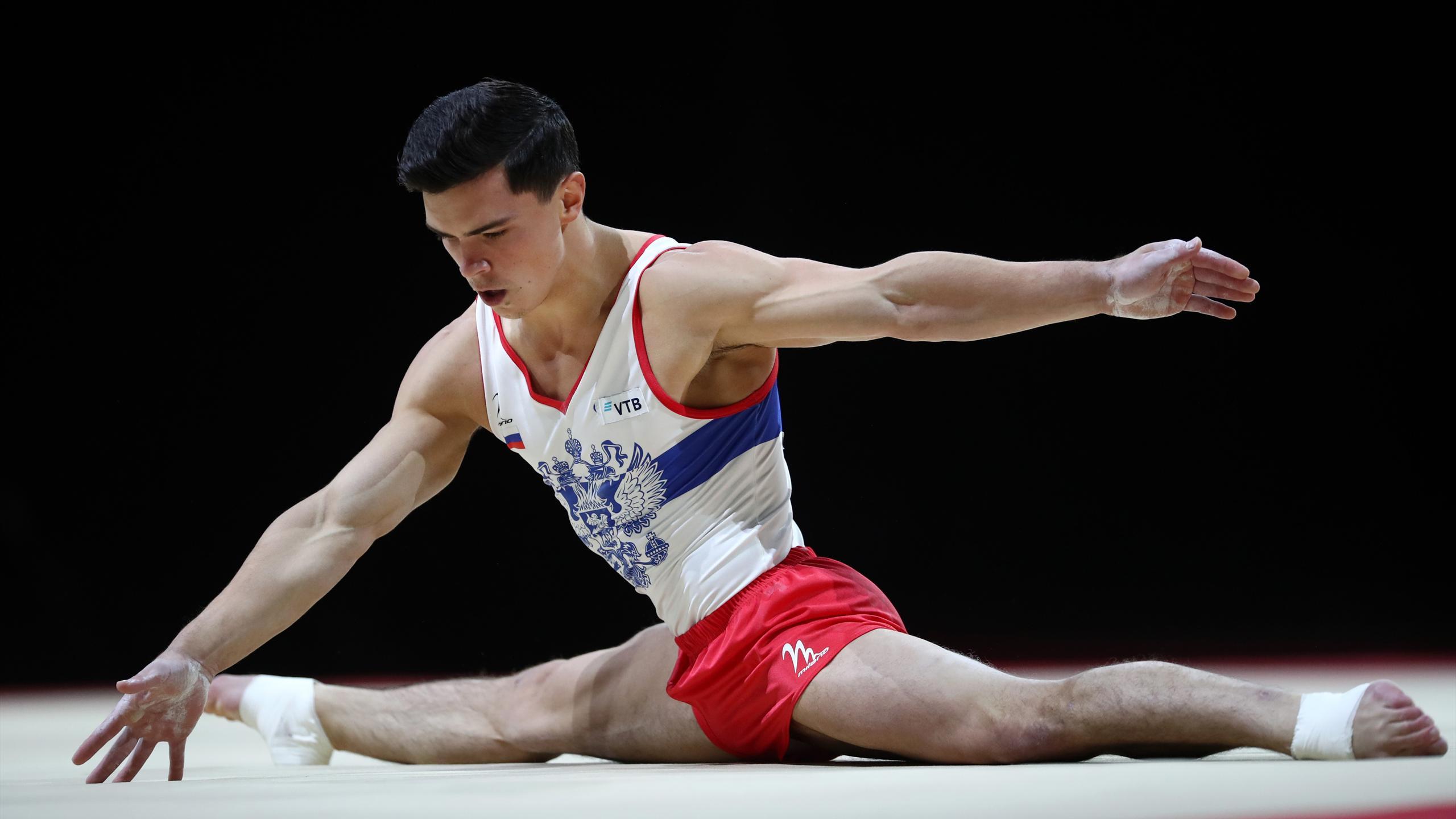 установке фото мужики гимнасты среди