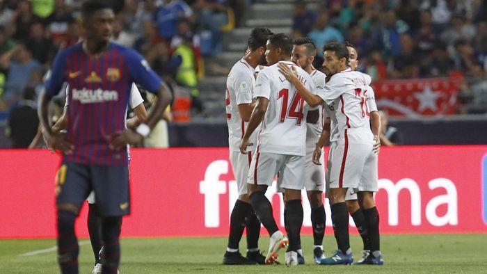 Los jugadores del Sevilla celebran el gol de Sarabia en la Supercopa de  España 759304becad37
