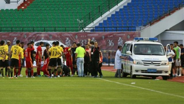 У футболиста «Чанчунь» запал язык. Скорая несколько минут не могла помочь из-за заклинившей двери