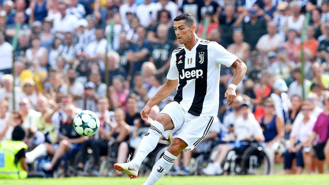 Christiano Ronaldo Beflugelt Aktie Von Juventus Turin Plus