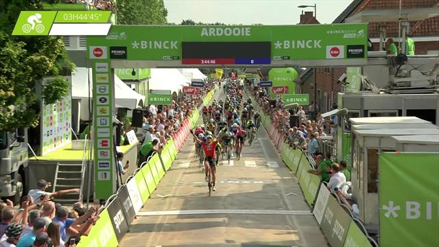 Stuyven races clear to claim victory