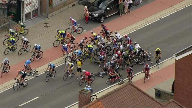 Huge pile-up on Stage 5 of Binckbank Tour