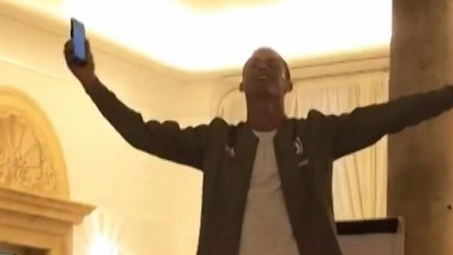 Ronaldo peut aussi chanter : son bizutage en vidéo