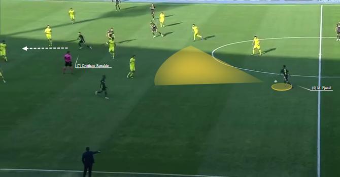 Cristiano Ronaldo scatta in profondità ma Pjanic non lancia