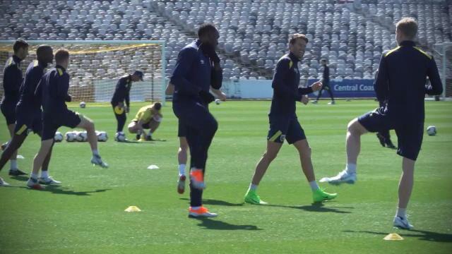 Les premiers pas de Bolt footballeur avec les Mariners