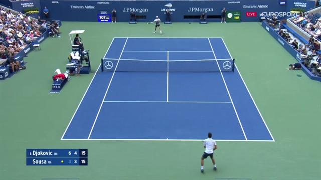 Ce coup droit long de ligne de Sousa a laissé Djokovic sur place