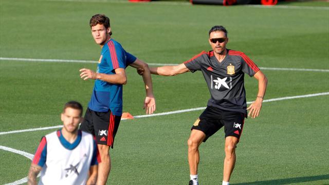 Los nuevos dorsales de España: ¿Quién hereda el 3 de Piqué, el 6 de Iniesta o el 21 de Silva?