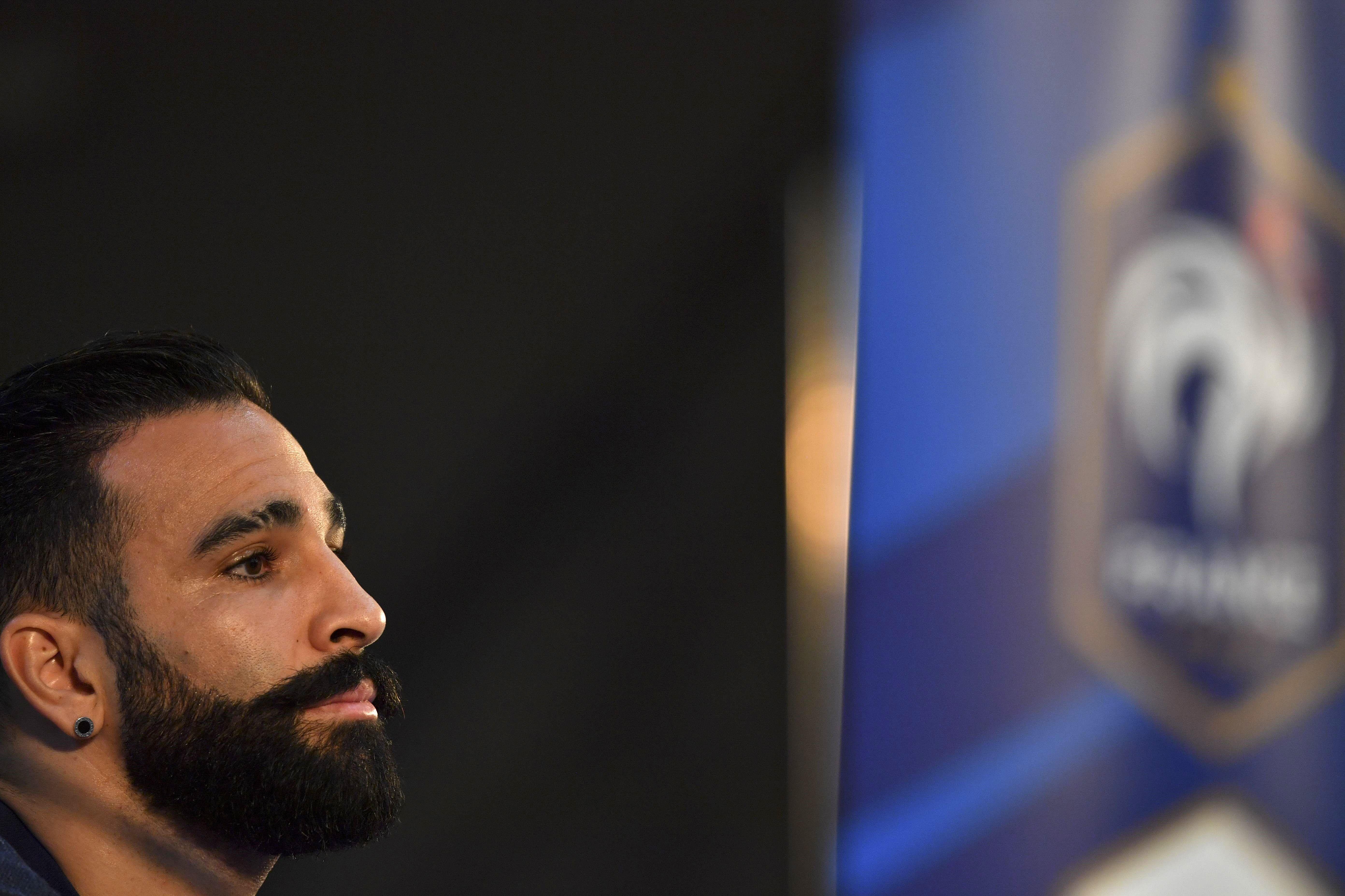 Adil Rami en conférence de presse lors de la Coupe du monde 2018.