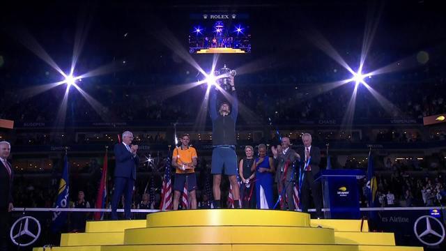 US Open 2018: McEnroe entrega el trofeo de campeón a Djokovic en el momentazo del torneo