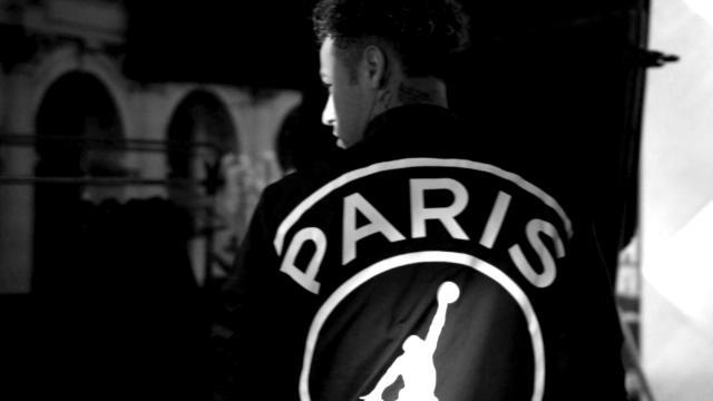 5a8cf6825b8 VIDEO - PSG   Neymar et Mbappé stars des nouveaux maillots Air ...