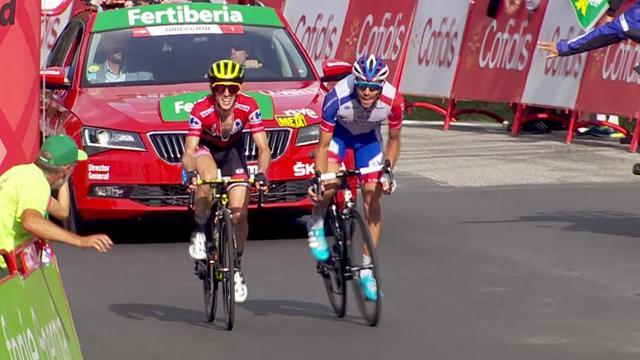 Après l'avoir accompagné, Pinot a déposé Yates pour s'offrir la 19e étape