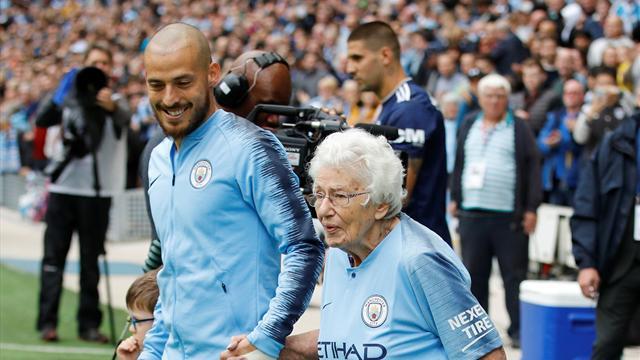 """Großer Moment bei ManCity: 102-Jährige als """"Einlaufkind"""""""