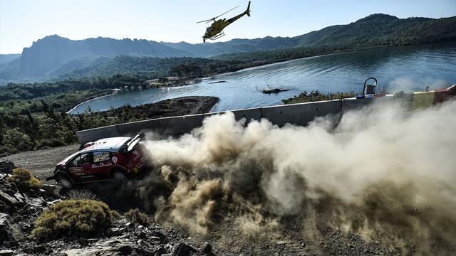 La Citroën de Craig Breen en flammes, l'équipage indemne