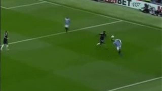 Силва полностью оправдал кличку: мяч прилип к его голове, как к жвачке