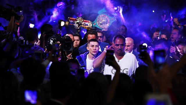 Головкин проиграл Альваресу, потерпел первое поражение в карьере и лишился поясов WBA, WBC и IBO