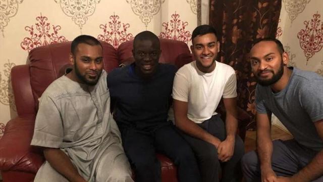 Канте не отказал в совместном ужине фанату, с которым встретился в мечети. Н'Голо – милота футбола