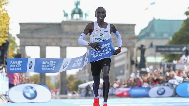 Eliud Kipchoge è fenomenale: record del mondo nella maratona con 2h01'39''
