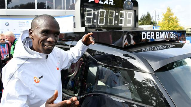 Eliud Kipchoge smashes world marathon record