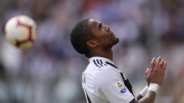 Après son crachat, Douglas Costa s'excuse