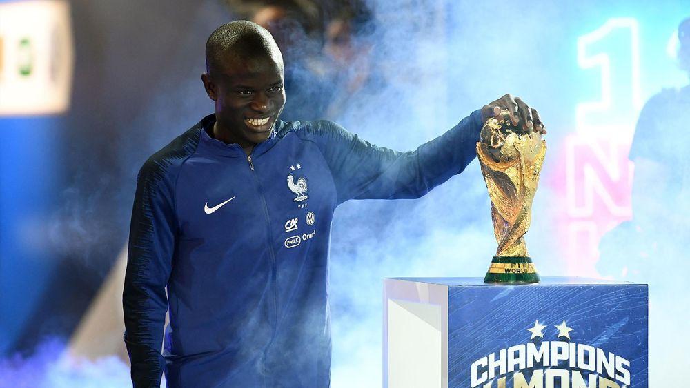 N'Golo Kante avec la Coupe du monde