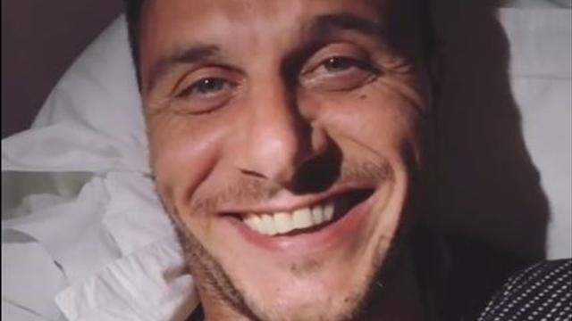 Joaquín se desvela en Grecia y se pone a contar chistes de madrugada en el hotel