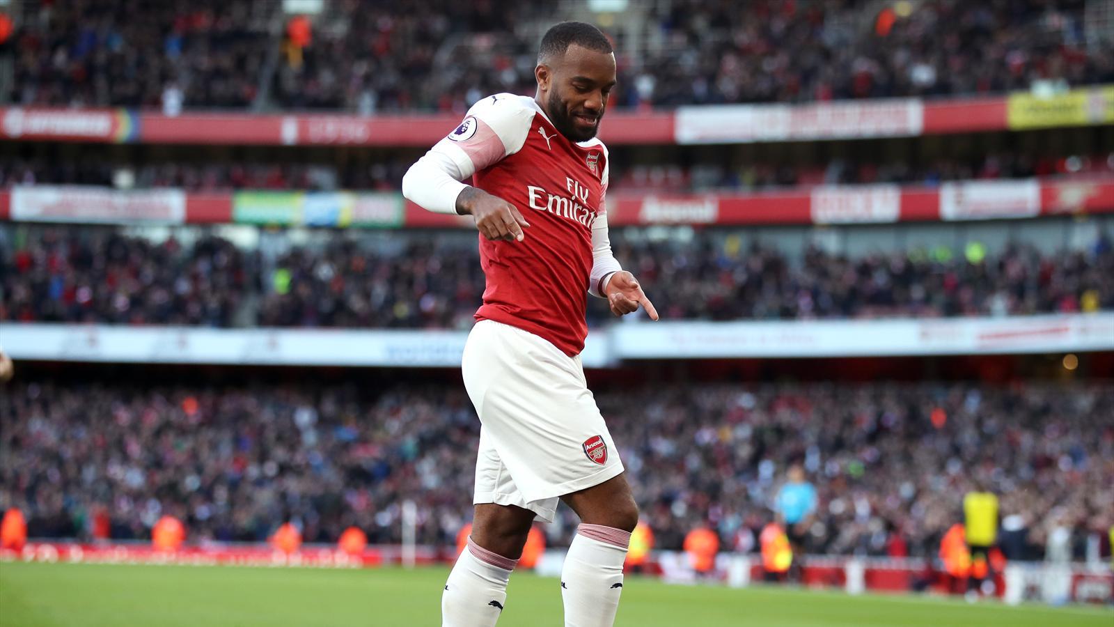 Football news - Alexandre Lacazette rocket helps Arsenal sink Everton - Premier League 2018-2019 ...