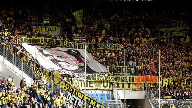 """Der LIGAstheniker: Die Liga, die """"Fans"""" und das Hopp-Plakat - United by Hilflosigkeit"""