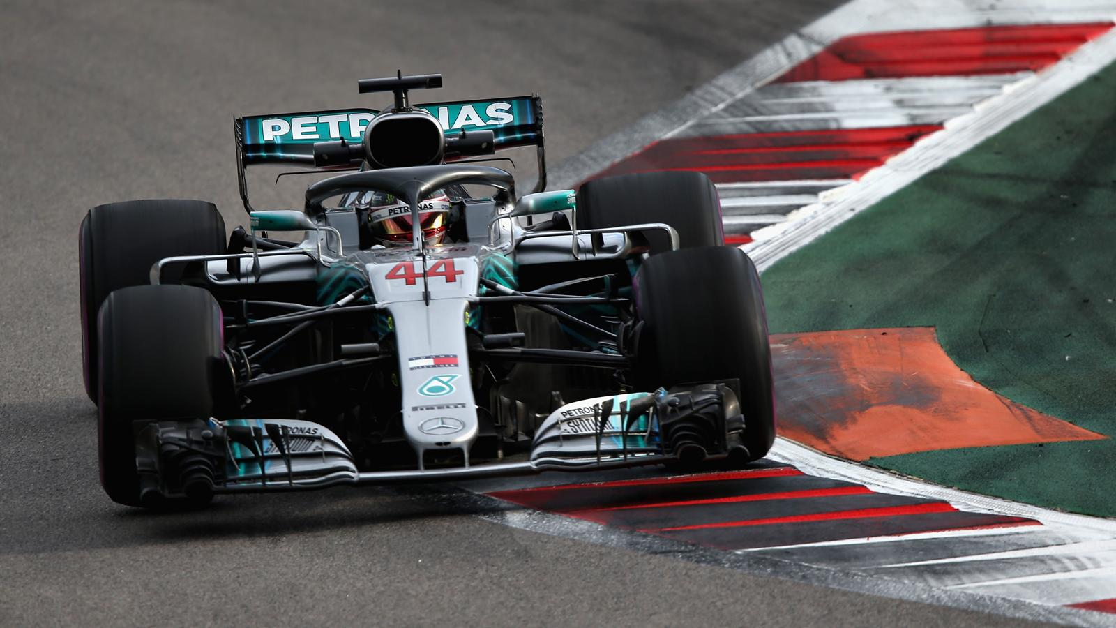 libres 2 lewis hamilton et valtteri bottas mercedes prennent les devants grand prix de. Black Bedroom Furniture Sets. Home Design Ideas