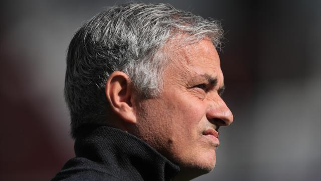 Neville says Mourinho not to blame for United mess