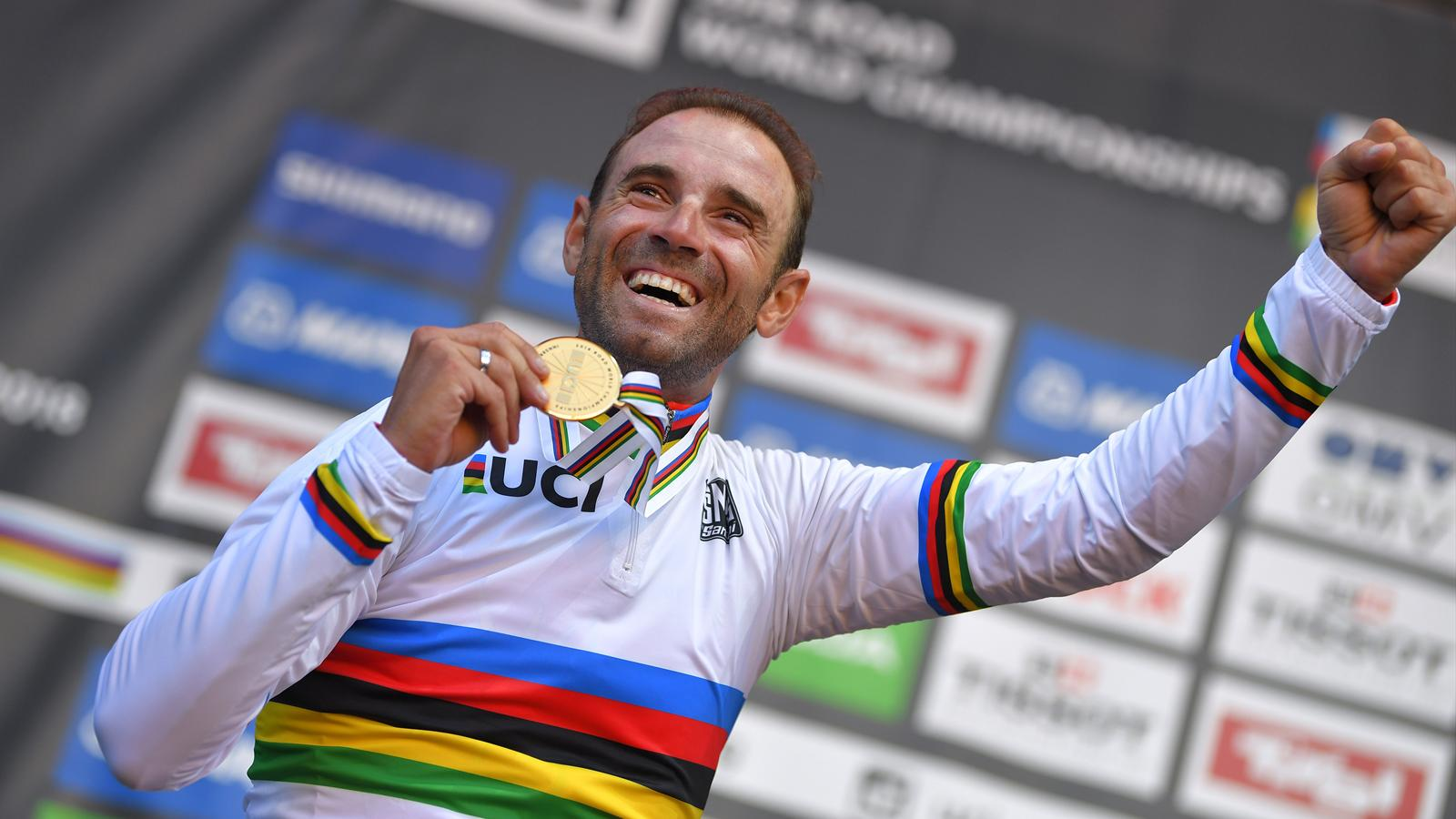 17cb71fce1ed4 Alejandro Valverde wins dramatic road race to become World Champion at 38