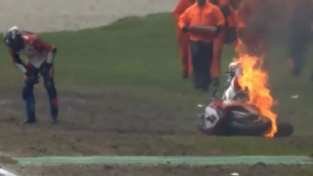 Böser Crash: Erst über den Fuß gefahren, dann brennt das Bike