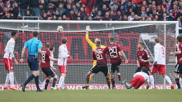 Тройна порция немски футбол за край на уикенда