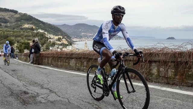 Awet Andemeskel, la intensa historia personal de un eritreo refugiado que ya es ciclista profesional