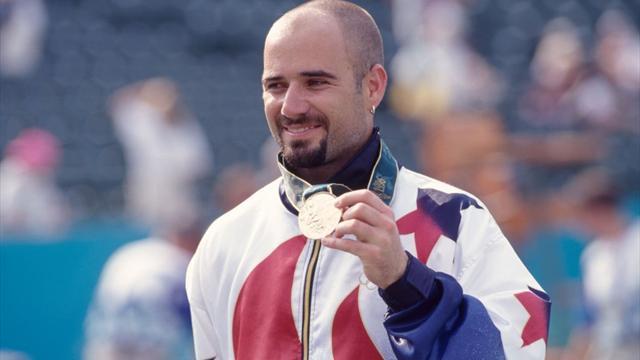 Hall of Fame: Agassi wint tennisgoud in eigen land