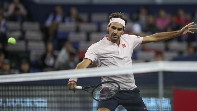 😱Federer no puede seguir a Djokovic que se enfrentará a Coric en la final de Shanghái (4-6 y 4-6)