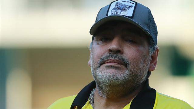 Maradona operato all'apparato gastro-intestinale, intervento riuscito