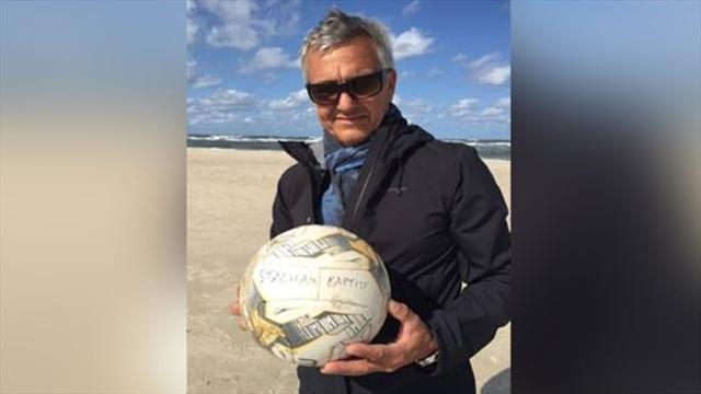 Мяч британской церковной команды пропал в море, проплыл 400 км и был найден в Германии