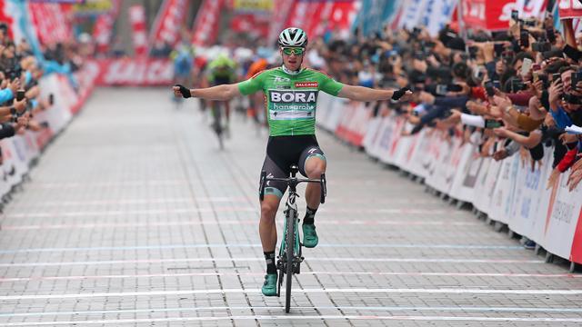 Mit Vorsprung ins Ziel: Bennett feiert dritten Etappenerfolg