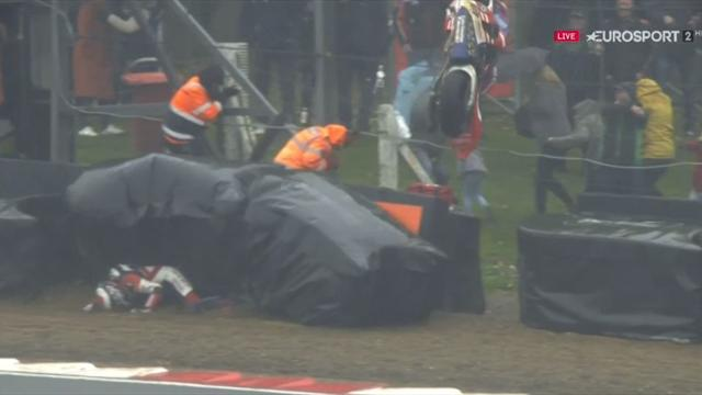 Dixon crashes out, stewards dodge bike as it flies into fence