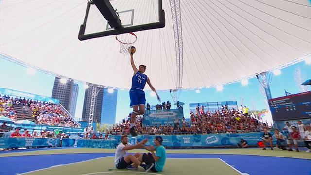Reverse hallucinant, claquette en haute altitude : revivez le concours de dunk des JO de la jeunesse