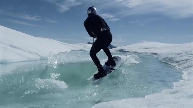 Русский вейкбордист прокатился среди айсбергов и исполнил трюки на льдинах
