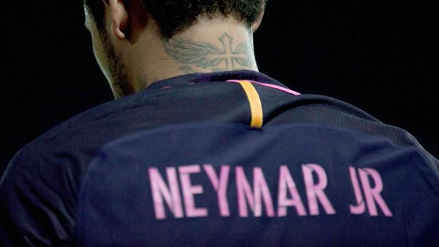 Avant d'affronter Naples, Neymar s'est tatoué Spiderman et Batman sur le dos