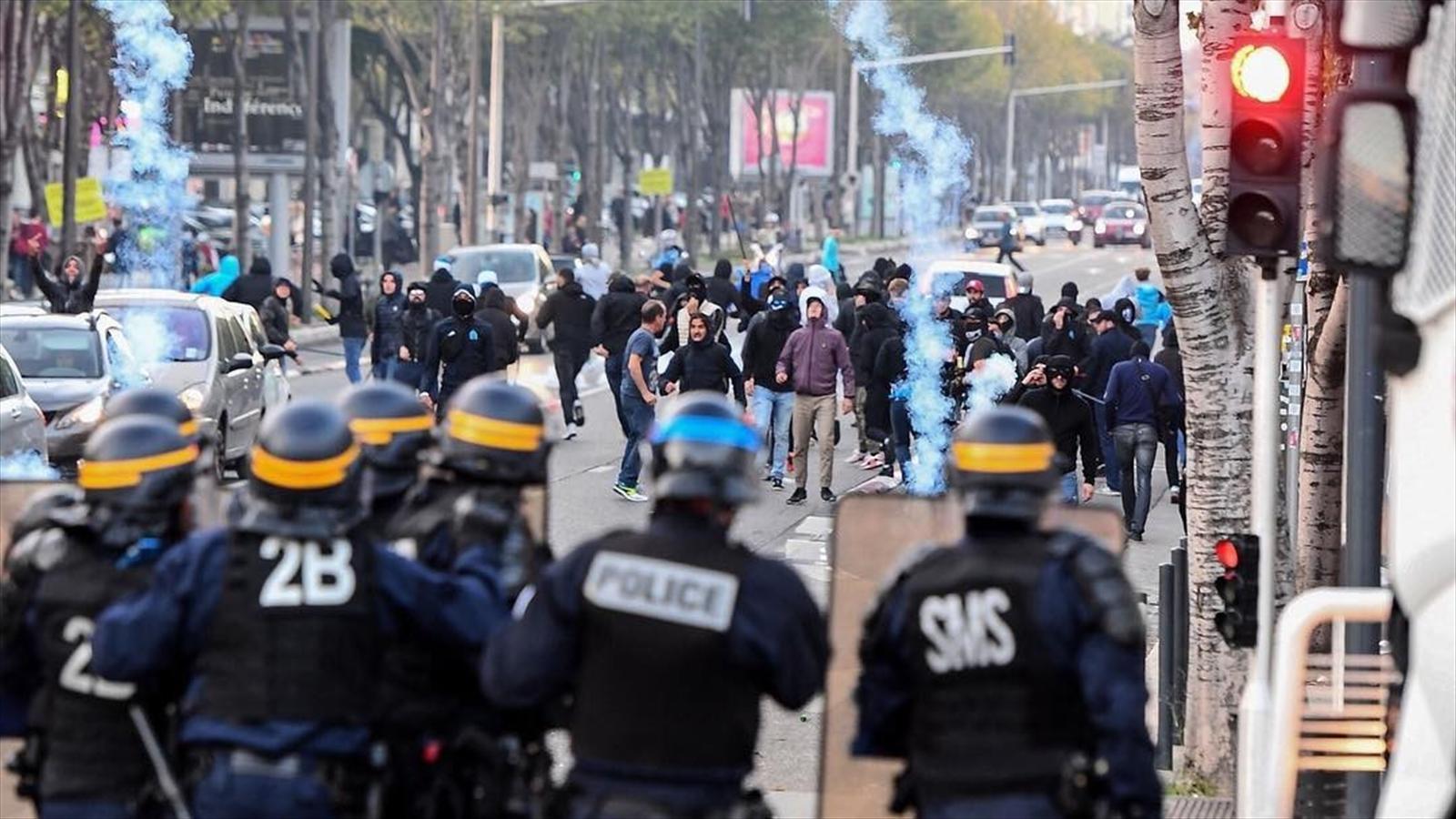165f31acac07df Alta tensione a Marsiglia: scontri e assalto, con vetro infranto, al  pullman della Lazio - Europa League 2018-2019 - Calcio - Eurosport