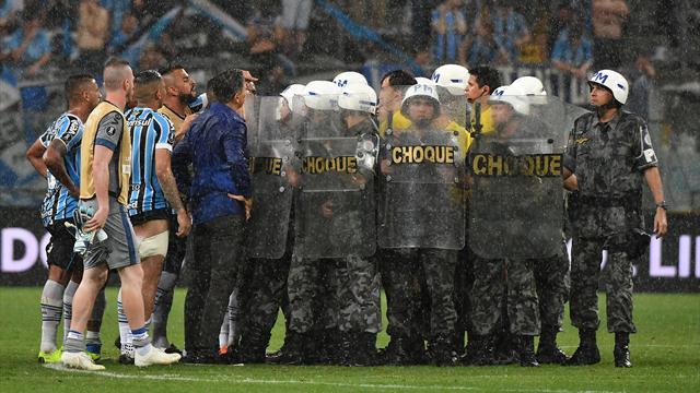 VAR sotto accusa e arbitri scortati dalla polizia: il River Plate rimonta il Gremio e va in finale